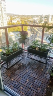 Cozy Apartment Balcony Decoration Ideas 40