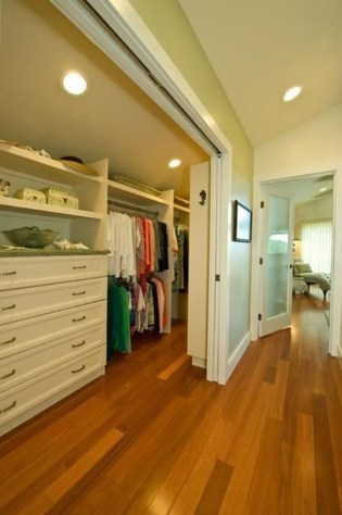 Elegant Small Master Bedroom Decoration Ideas 06
