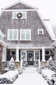 Warm And Cozy Classic Winter Home Decoration Ideas 19