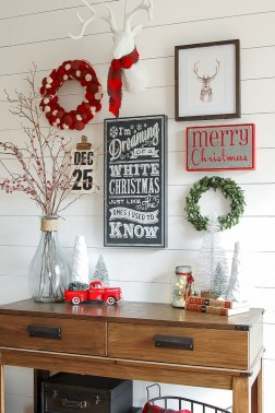 Warm And Cozy Classic Winter Home Decoration Ideas 46