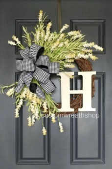 Adorable Farmhouse Spring And Summer Porch Decoration Ideas 14