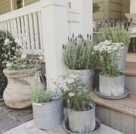 Adorable Farmhouse Spring And Summer Porch Decoration Ideas 24