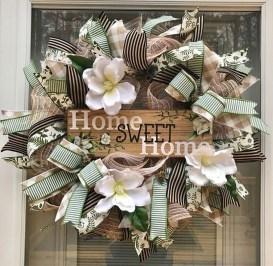 Adorable Farmhouse Spring And Summer Porch Decoration Ideas 25
