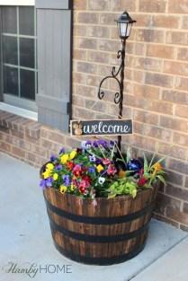 Adorable Farmhouse Spring And Summer Porch Decoration Ideas 29