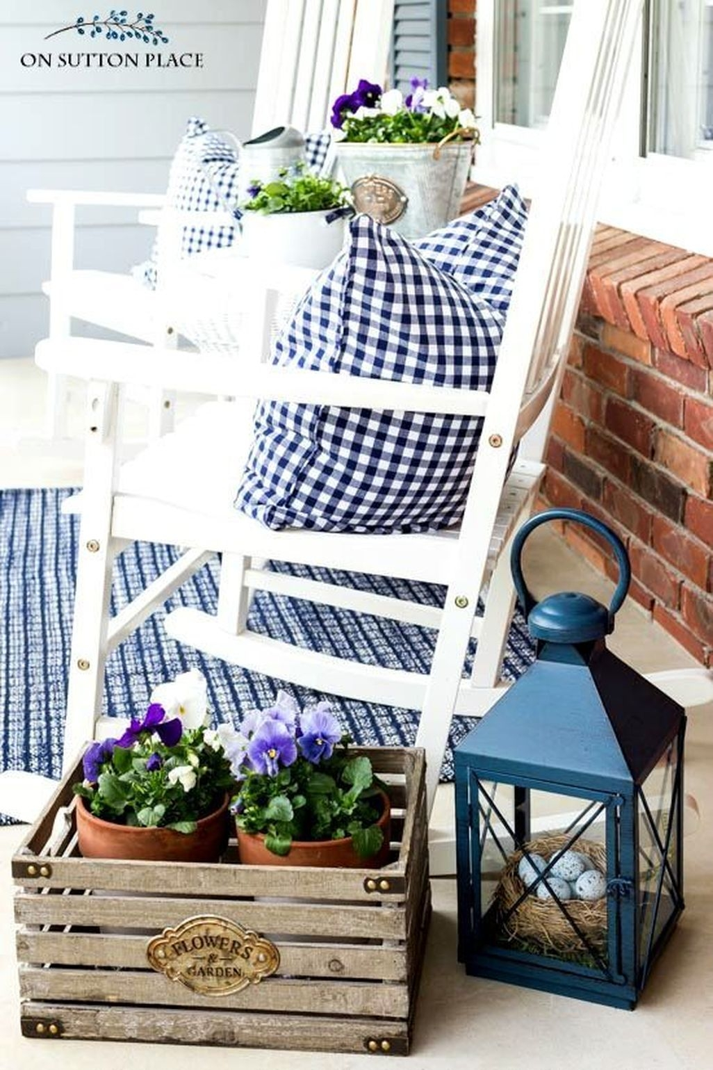 Adorable Farmhouse Spring And Summer Porch Decoration Ideas 30