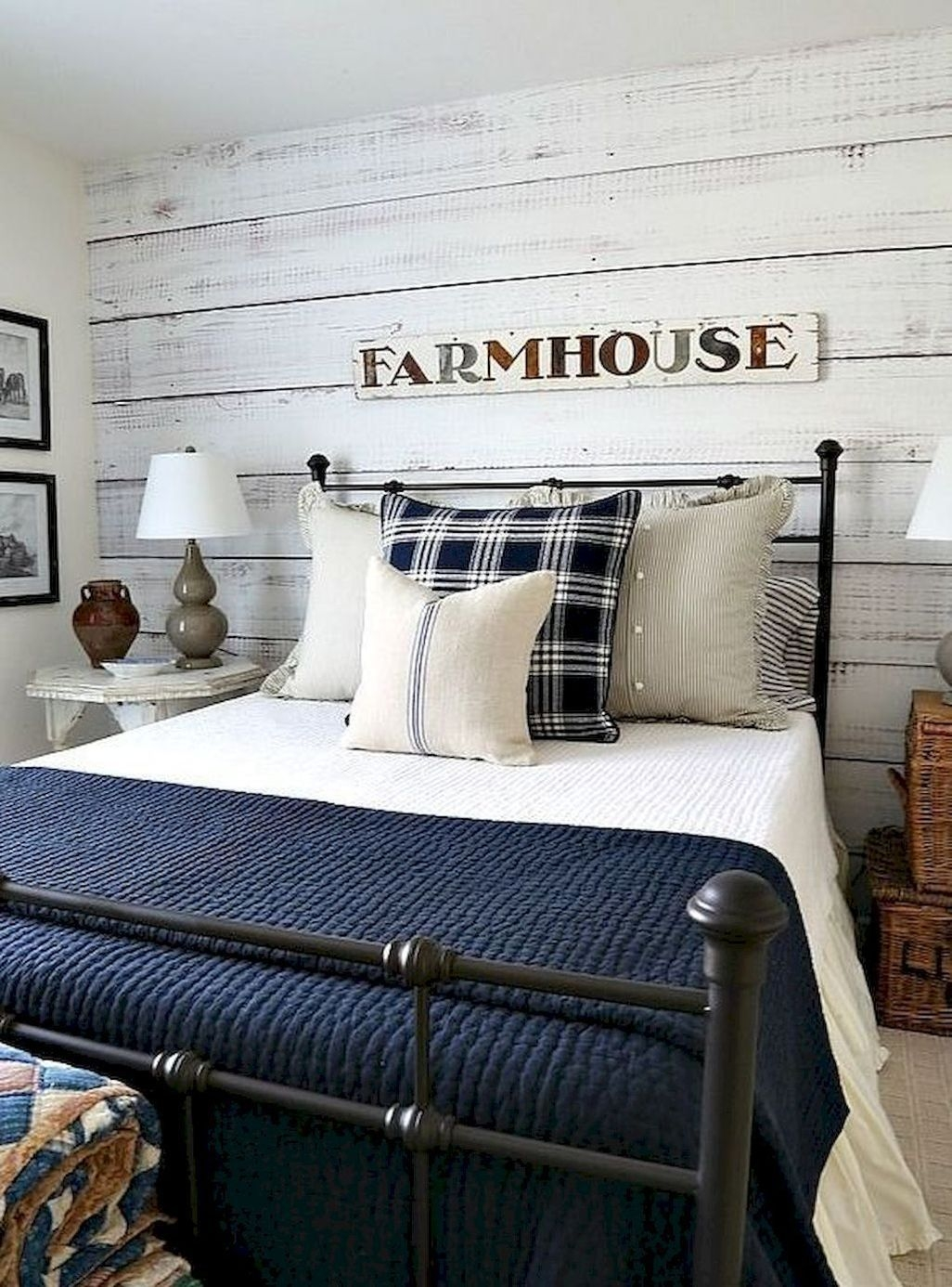 Awesome Rustic Farmhouse Bedroom Decoration Ideas 03