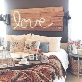 Awesome Rustic Farmhouse Bedroom Decoration Ideas 19