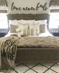 Awesome Rustic Farmhouse Bedroom Decoration Ideas 23
