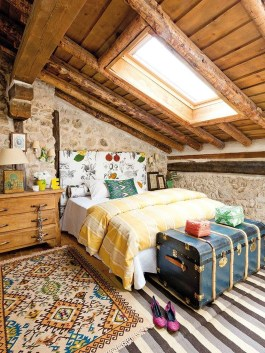 Awesome Rustic Farmhouse Bedroom Decoration Ideas 26