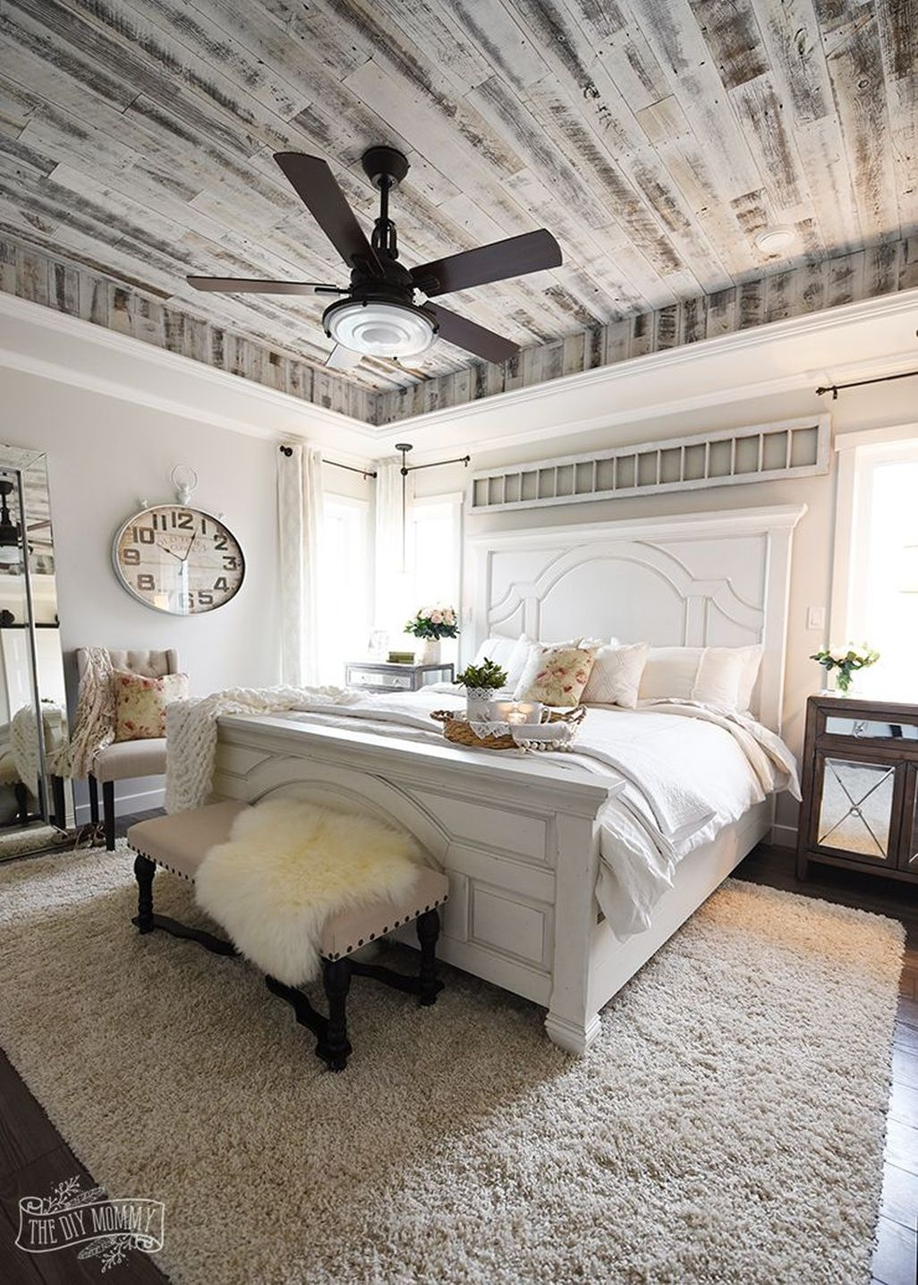 Awesome Rustic Farmhouse Bedroom Decoration Ideas 30