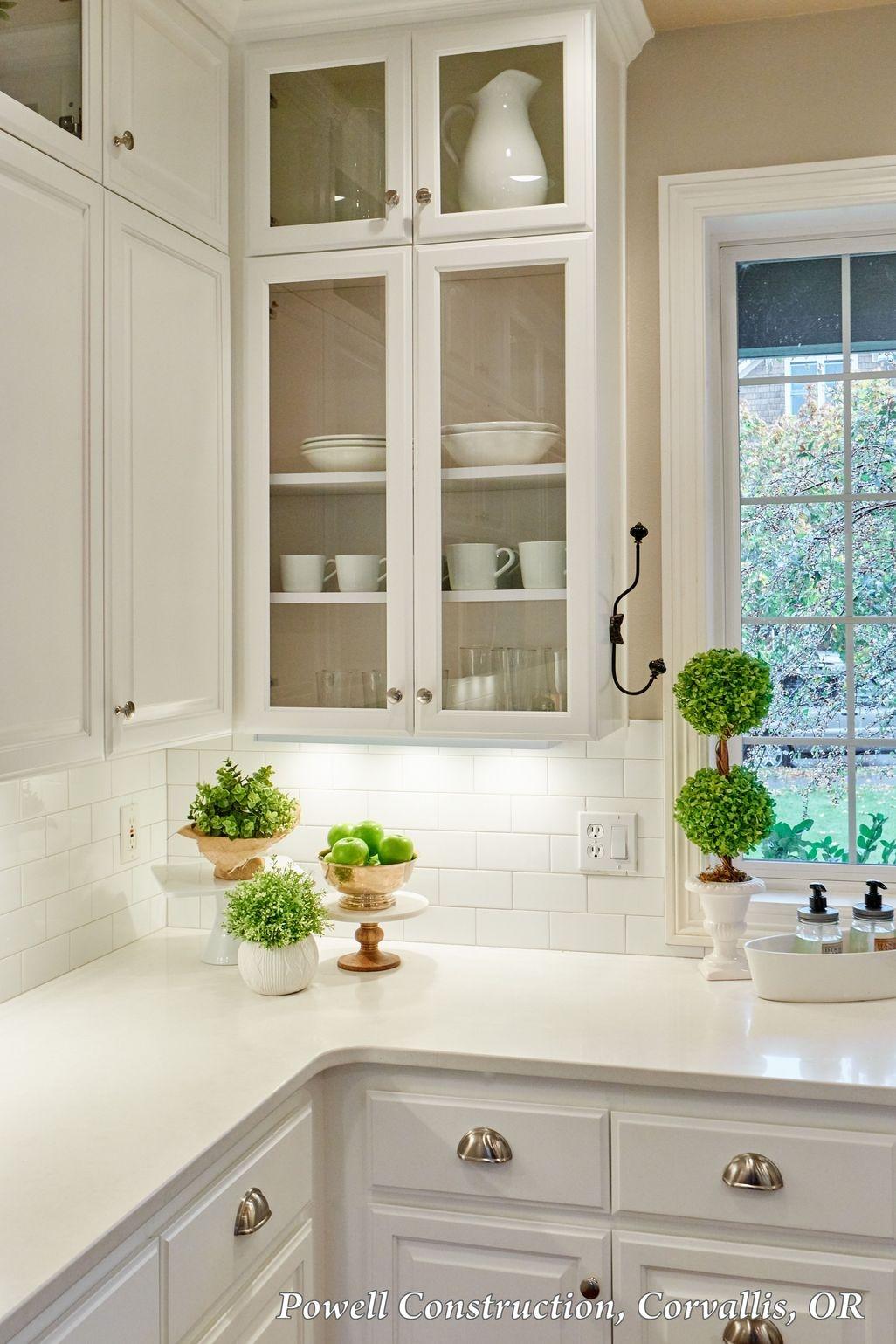 Awesome White Kitchen Backsplash Design Ideas 17