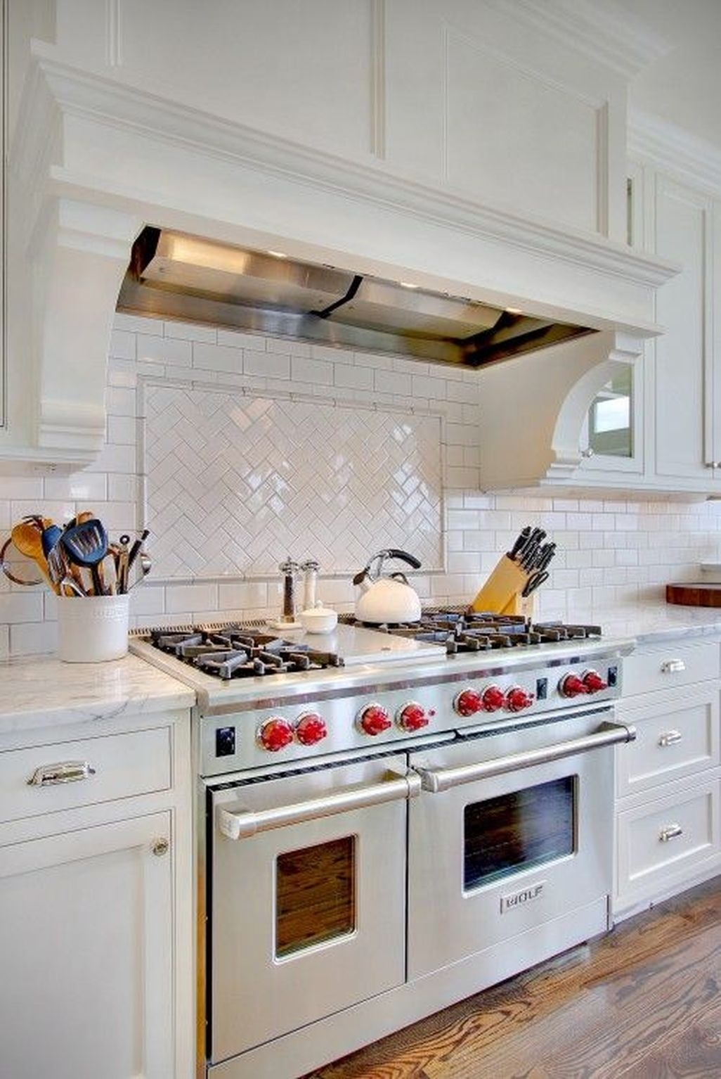 Awesome White Kitchen Backsplash Design Ideas 20