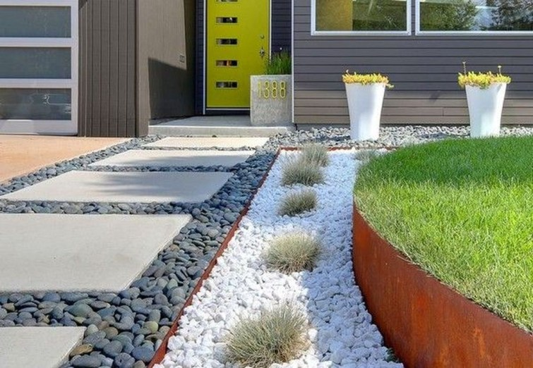 Beautiful Front Yard Rock Garden Design Ideas 18