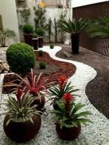 Beautiful Front Yard Rock Garden Design Ideas 22