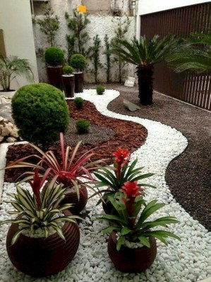 Beautiful Front Yard Rock Garden Design Ideas 22