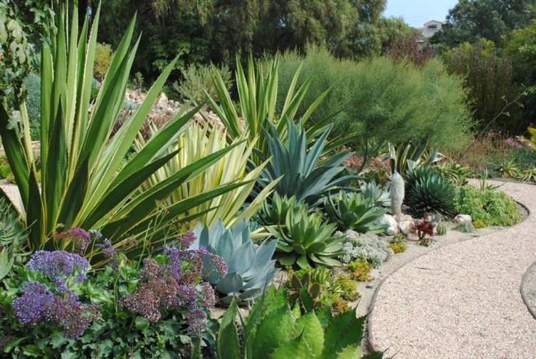 Beautiful Front Yard Rock Garden Design Ideas 23