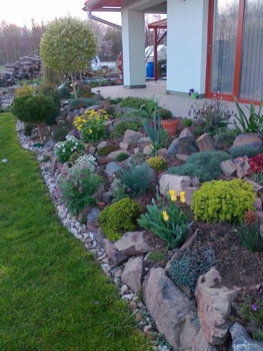 Beautiful Front Yard Rock Garden Design Ideas 24