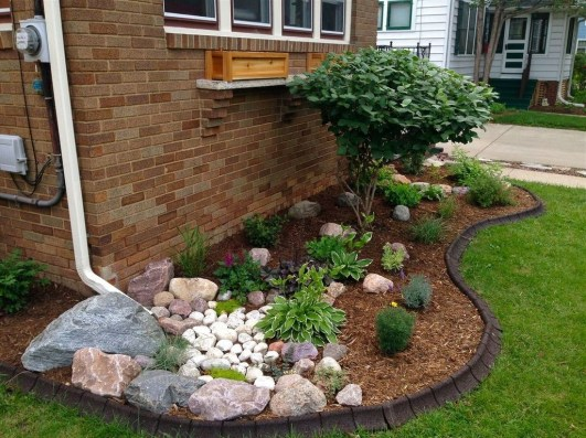 Beautiful Front Yard Rock Garden Design Ideas 39