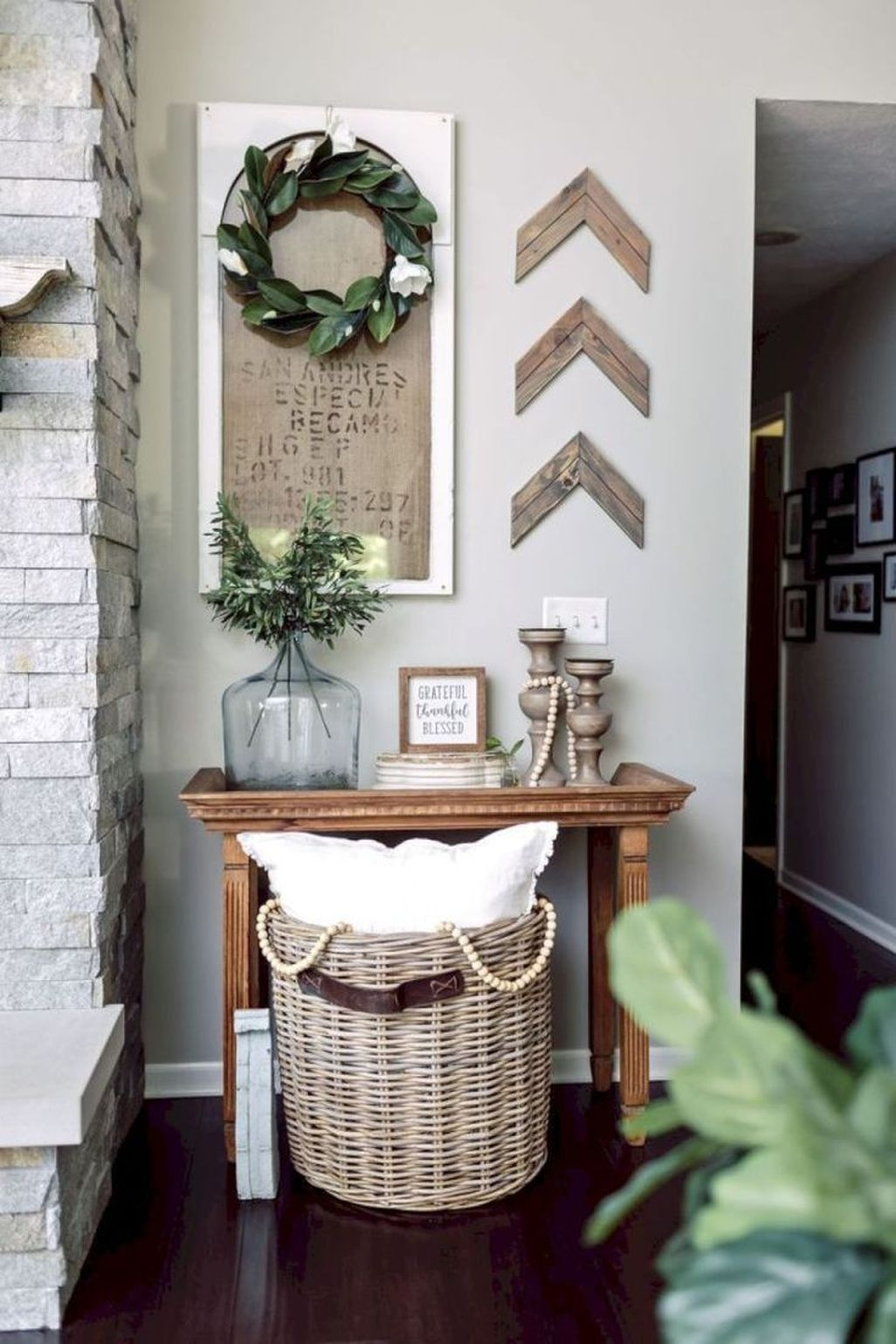 Cute Farmhouse Decoration Ideas Suitable For Spring And Summer 10