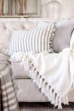 Cute Farmhouse Decoration Ideas Suitable For Spring And Summer 13