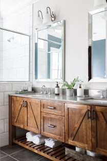 Fresh Rustic Farmhouse Master Bathroom Remodel Ideas 12