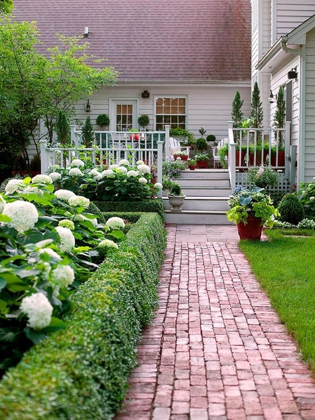 Stunning Front Yard Walkway Landscaping Design Ideas 09