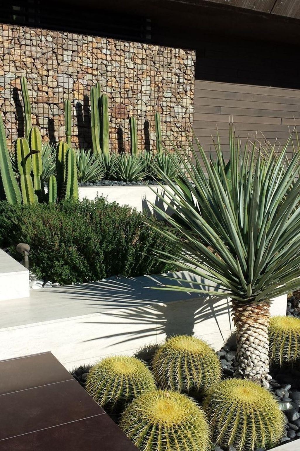 Stunning Front Yard Walkway Landscaping Design Ideas 17
