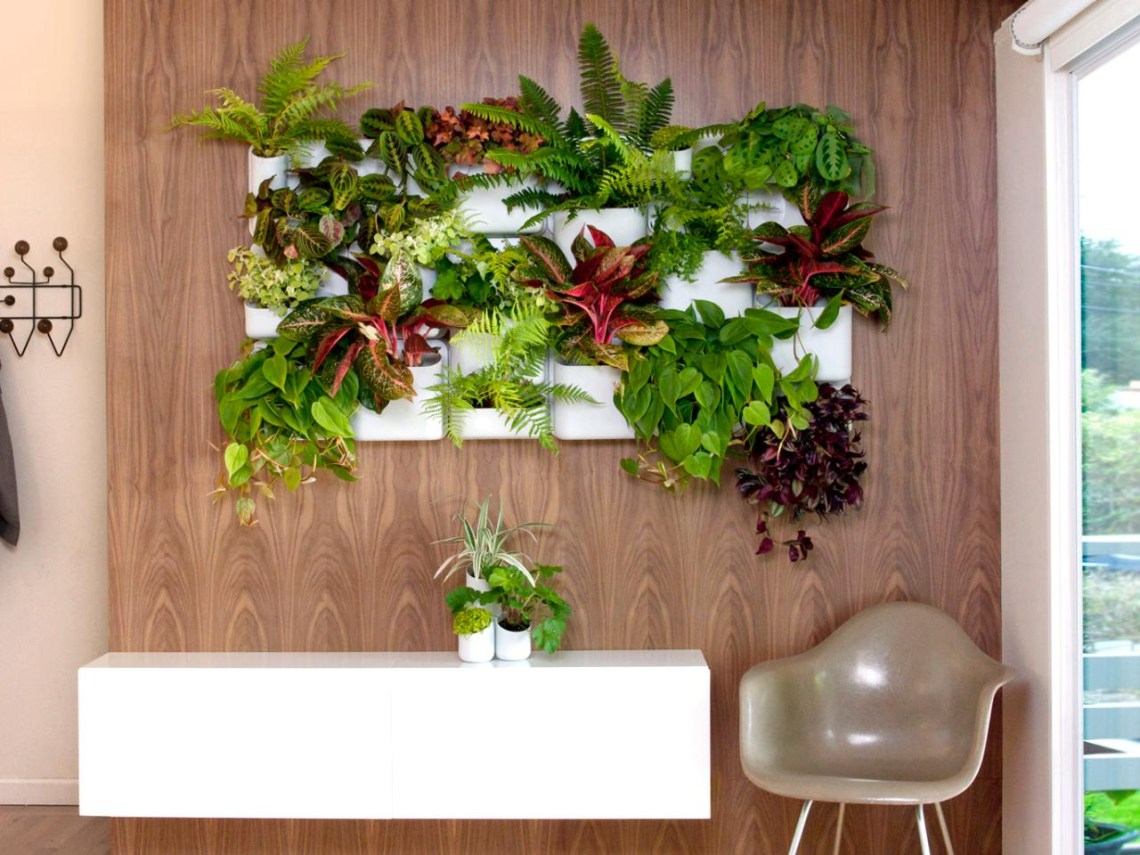 10 Vertical Planter Ideas For Summer Hgtvs Decorating