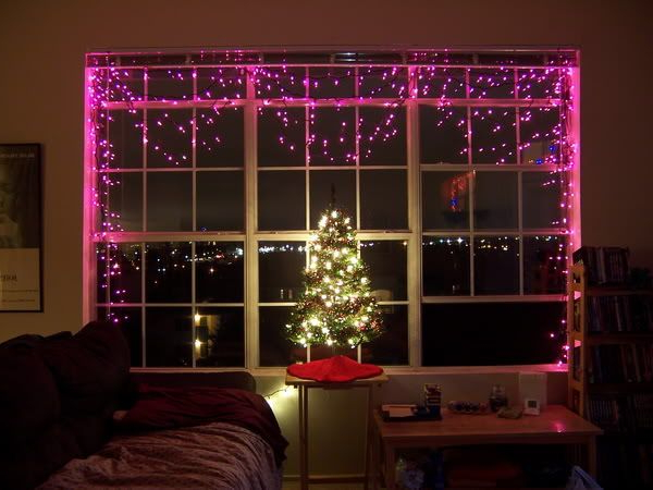 12 Cool Ways To Put Up Christmas Lights In Your Bedroom