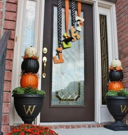 14 Fall And Halloween Porch Decor Ideas Embellishmints