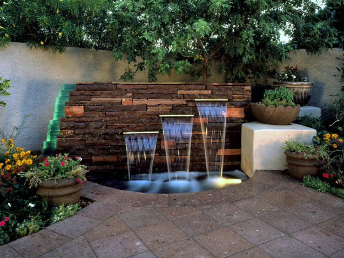 15 Fantastic Backyard Water Features