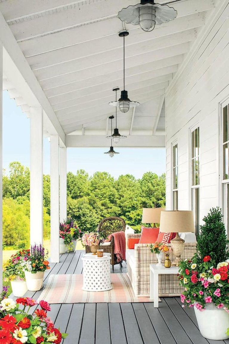 20 Amazing Farmhouse Front Porch Decor Ideas