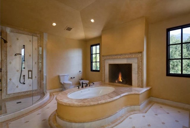 20 Beautiful Master Bathroom Designs With Fireplaces Housely