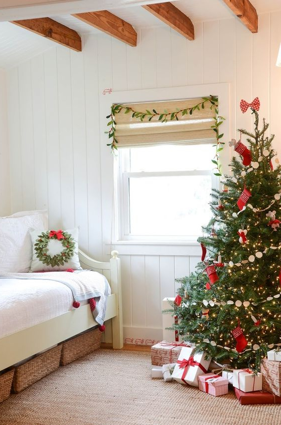 21 Cozy Christmas Bedroom Dcor Ideas Shelterness