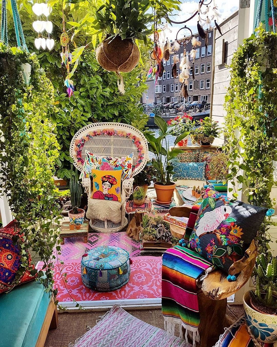 24 Beautiful Hippie Garden Design For Fun Garden