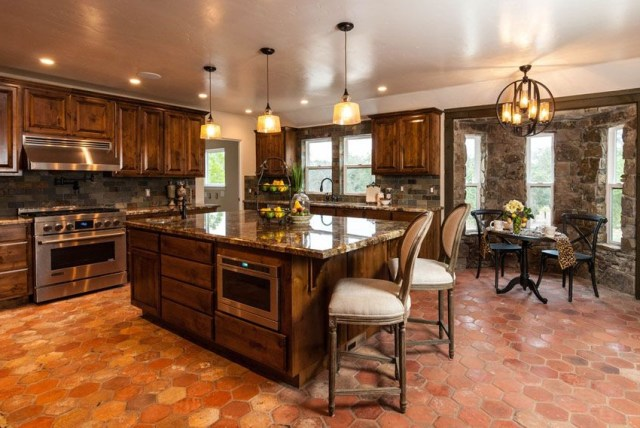 25 Beautiful Spanish Style Kitchens Design Ideas