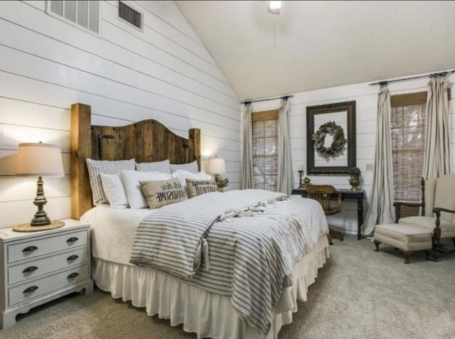 25 Best And Comfortable Farmhouse Bedroom Design Ideas