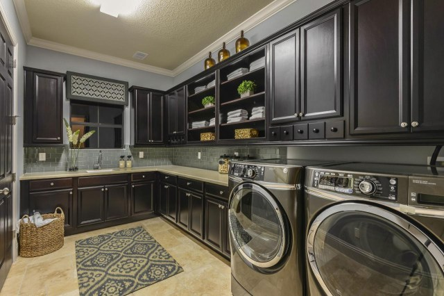 7 Stylish Laundry Room Decor Ideas Hgtvs Decorating