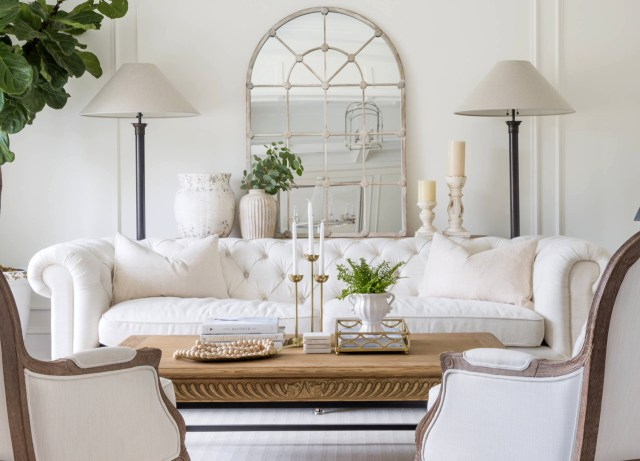 Amazing Bright White Baroque Style Living Room Dcor With
