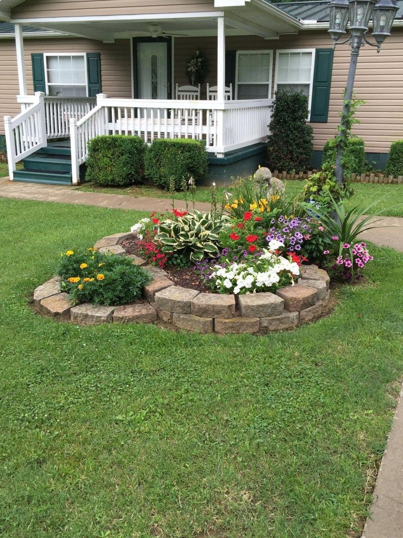 Amazing Front Yard Design With Beautiful Plant 21 Front