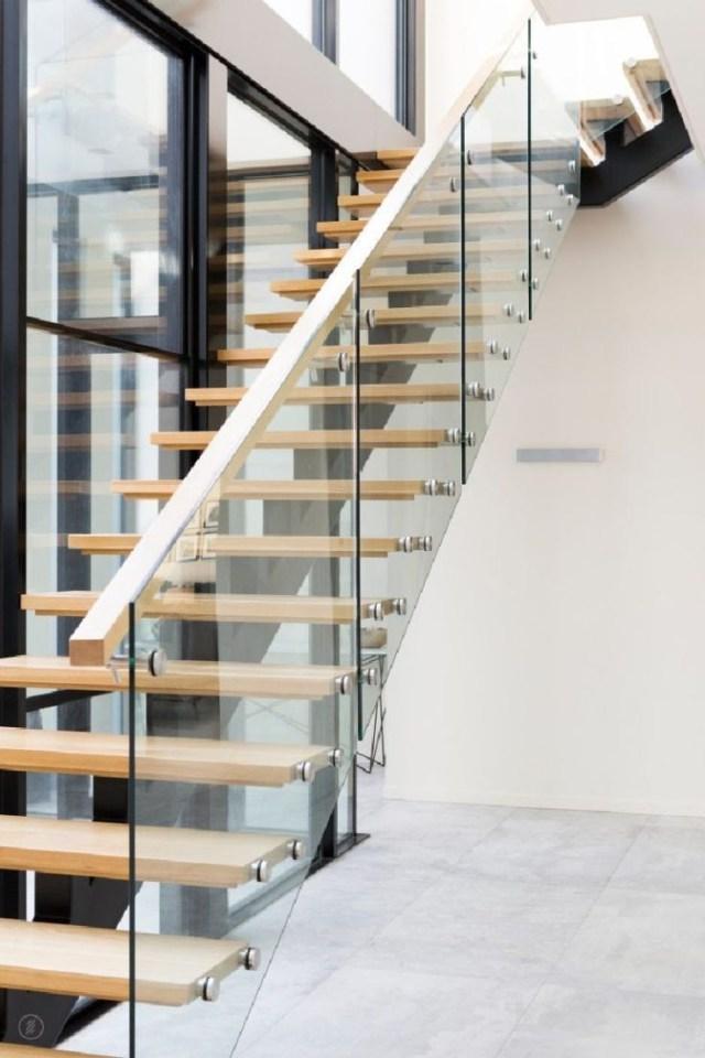 Amazing Sleek Modern Glass Railing Stair Design Ideas 30