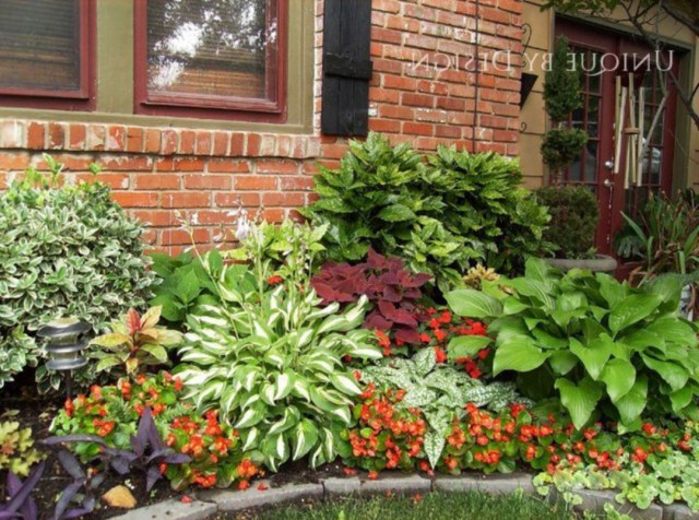 Astounding 35 Beautiful Front Yard Flower Beds Ideas For
