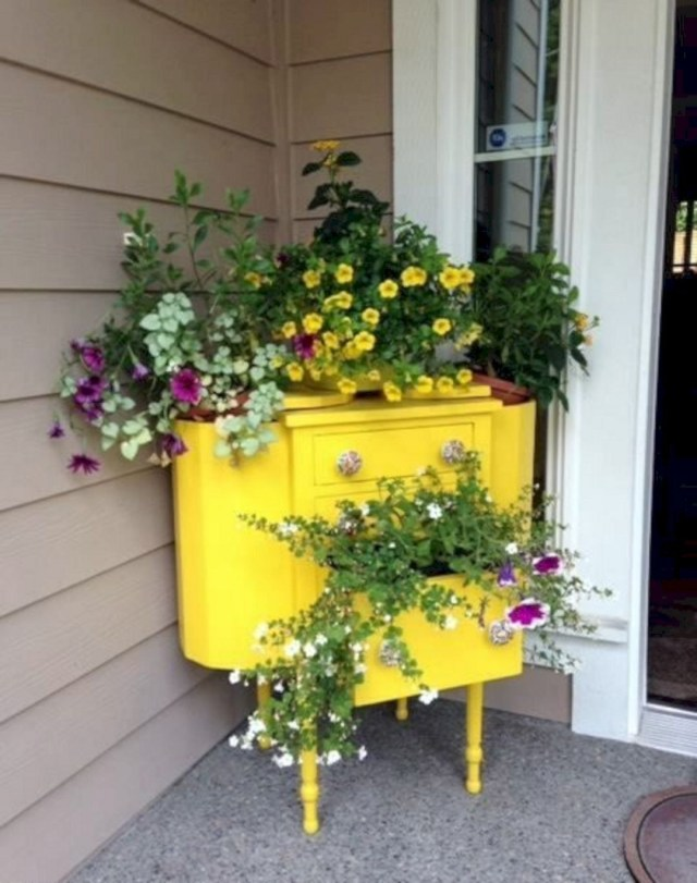 Best 10 Chic Spring Planters With Beautiful Flower For