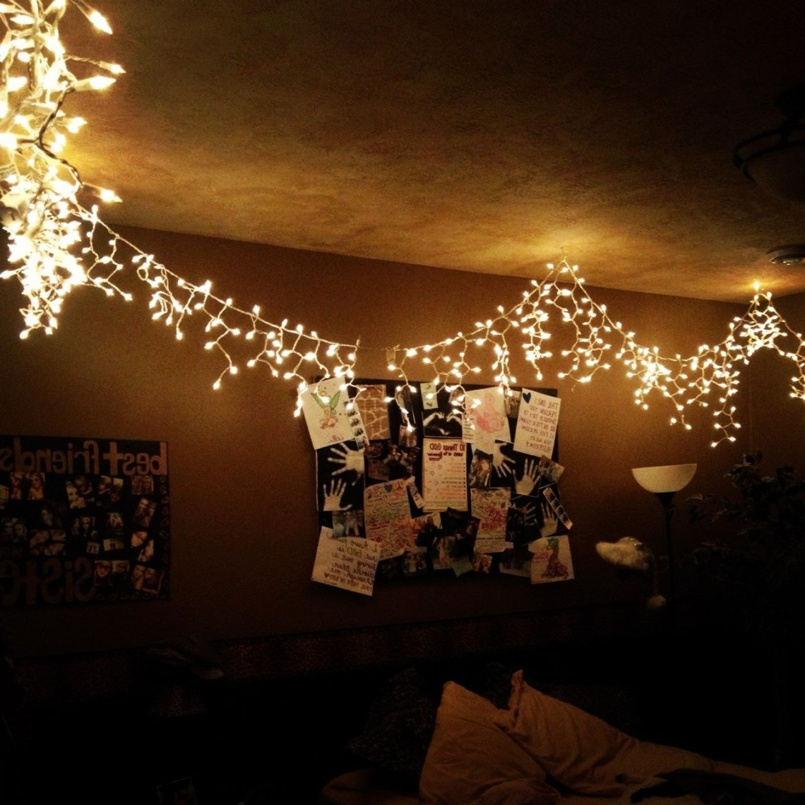 Christmas Lights Wrapping Around The Room Would Be So Cute