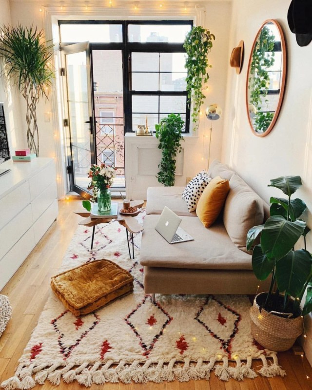 Decorate Your Living Room With These 14 Inspiring Wall