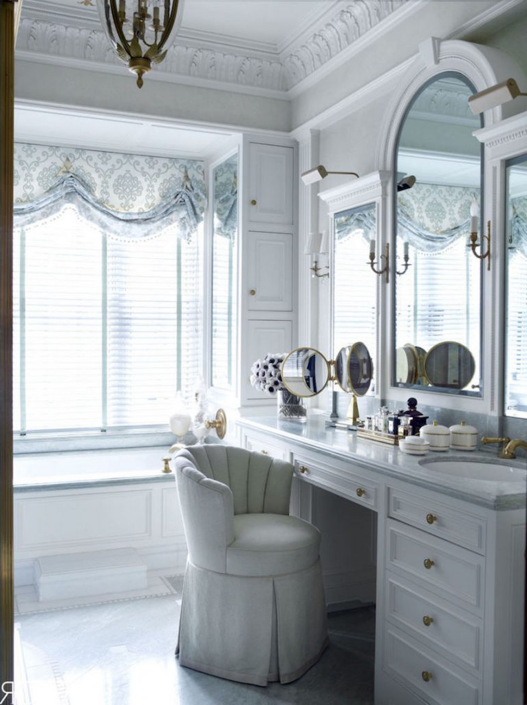 Fantastic Wall Mirror Ideas To Inspire Lavish Bathroom Designs