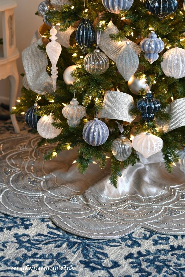 How To Decorate A Stunning Blue And Silver Christmas Tree