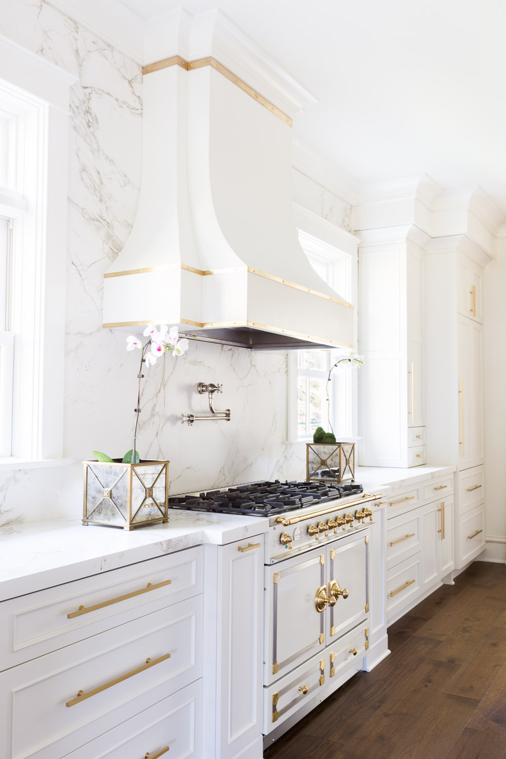 Laura Burleson Designs The Perfect White Gold Kitchen