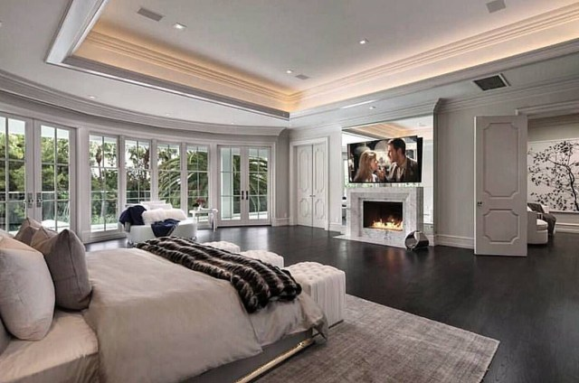 Master Suite With Doors Separating Sitting Areacloset