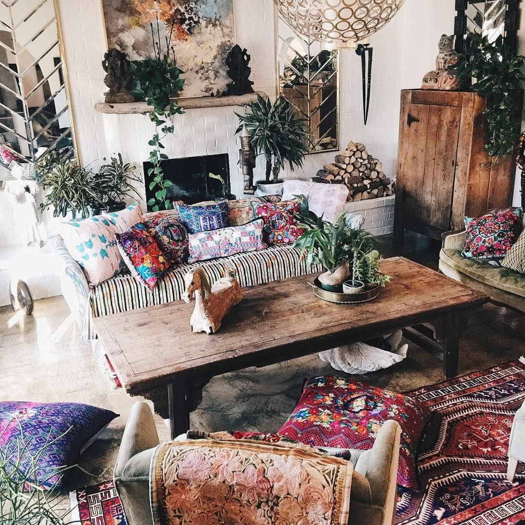 Mixed Prints And Patterns Make This Living Room So Boho